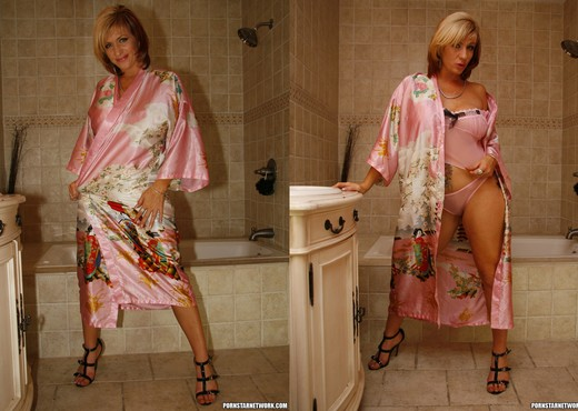 Brittany Blaze Gets Drilled Right Out of the Shower - Interracial Picture Gallery