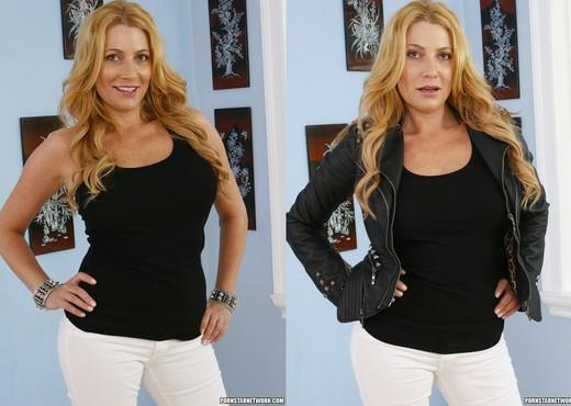 Jennifer Best and Nicole Ferrera - Photo Shoot Hookup - Lesbian Sexy Gallery