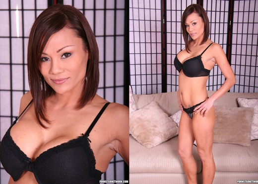 Rose Keeps Him Horny, In Her Hand - Asian TGP