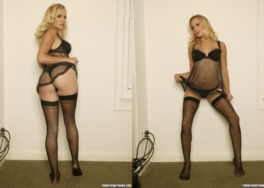 Erin Moore - Beautiful, Bashful, In the Buff - Solo Sexy Photo Gallery