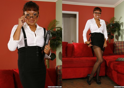 Jasmine Lopez - Lesbian Fucks with a Foot Fetish Finish - Ebony Porn Gallery