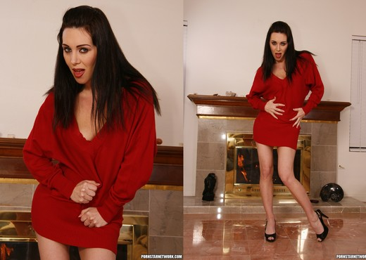 RayVeness When She Sees a Dick She Likes - Interracial Sexy Photo Gallery