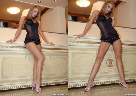 Julia Taylor - Blonde MILF Sex Motor - Hardcore Nude Pics