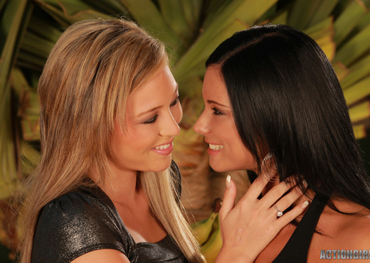 Sexy Friends - Actiongirls - Lesbian Image Gallery