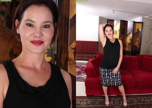 Sharee Jones - Karup's Older Women - MILF Sexy Photo Gallery