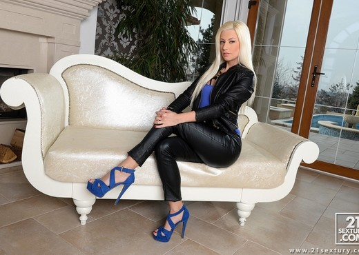 Jessie Volt - The Boss Lady - DPFanatics - Hardcore Image Gallery
