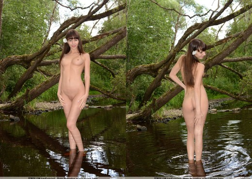 Good Vibrations - Lina S. - Solo Nude Gallery