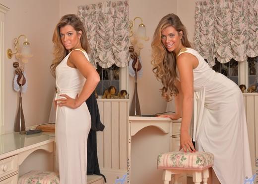 Vanessa Jordan - Vision In White - MILF Nude Pics