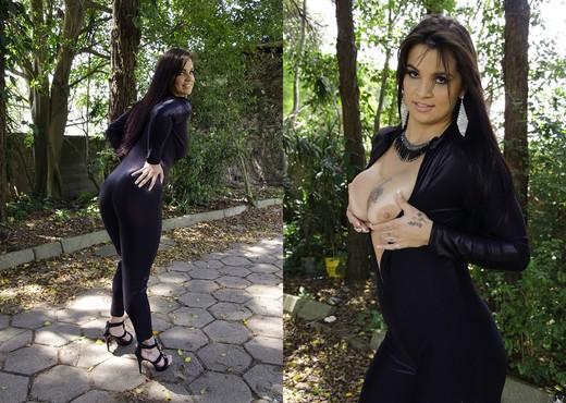 Cristine Castellari - Sexy Walk - Mike In Brazil - Hardcore Sexy Gallery