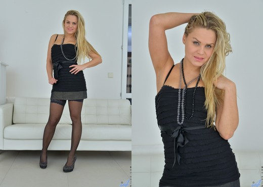 Barra Brass - Sultry Blonde - MILF Picture Gallery