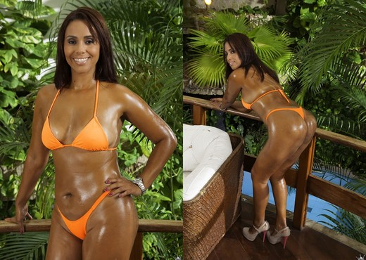 Cris Brasil - Wet And Ready - Mike In Brazil - Hardcore Sexy Photo Gallery