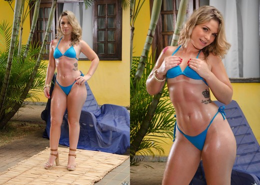 Flavia Oliveira - So Sexy - Mike In Brazil - Hardcore Sexy Photo Gallery
