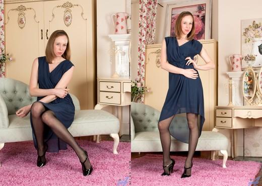 Katie White - Alluring Amateur - MILF HD Gallery