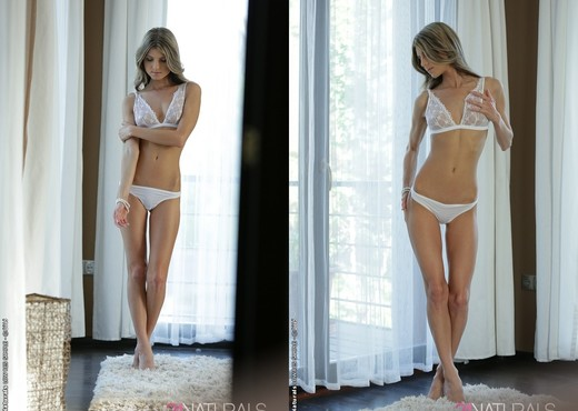 Doris Ivy - Skinny Sweety - 21Naturals - Solo Nude Pics