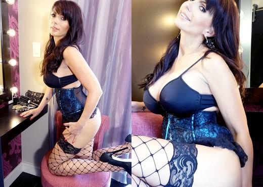 Catalina Cruz - Super Cruz Playtime - Solo Nude Pics