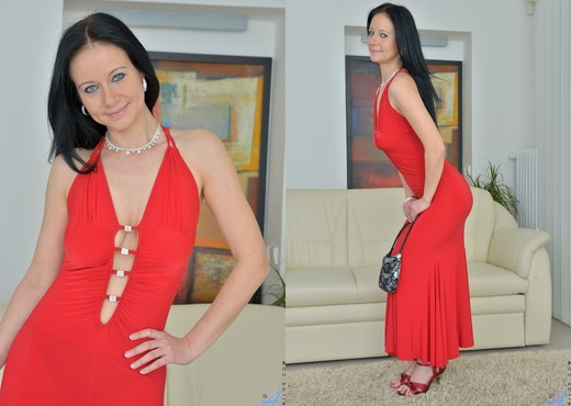Enza - Toy Fun - Anilos - MILF HD Gallery