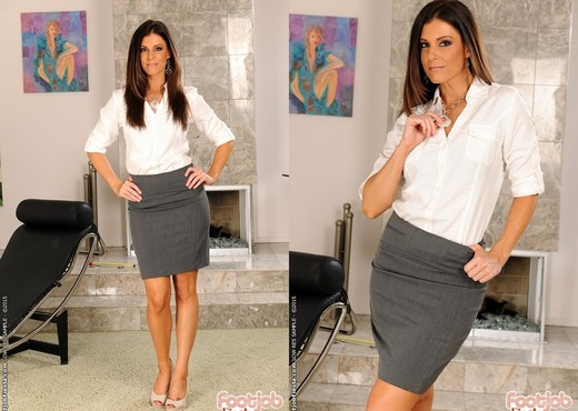 India Summer - My therapy is sex - Foot Job Fiesta - MILF HD Gallery