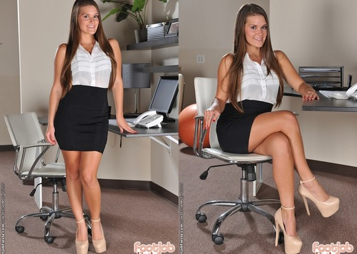Abby Cross - Office Suit Foot - Foot Job Fiesta - Hardcore HD Gallery