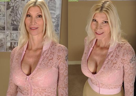 Cameo - Karup's Older Women - MILF Nude Pics