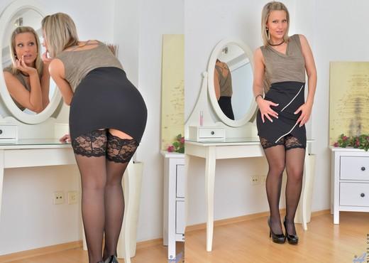 Samantha Jolie - Ready To Go - MILF Sexy Photo Gallery