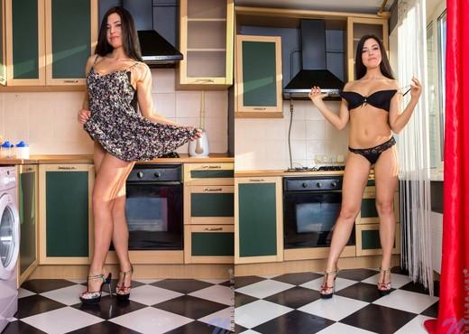 Elina Dee - Nubiles - Teen Solo - Teen Sexy Gallery