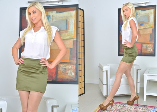 Vanessa Hell - Magic Wand Play - MILF Porn Gallery