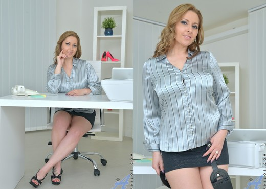 Daria Glower - Job Well Done - MILF HD Gallery