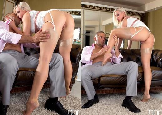 Vicktoria Redd - Hot Legs and Feet - Feet Image Gallery