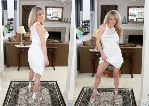 Elizabeth Green - Lady In White - MILF Picture Gallery