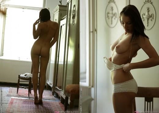 Felicia Kiss - Spontaneous Lust - 21 Foot Art - Hardcore Sexy Photo Gallery