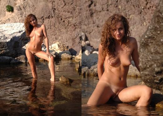 Water glow - Juanita - Solo Nude Gallery