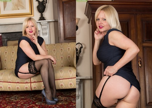 Sophie May - milf in stocking spreading - MILF Nude Pics