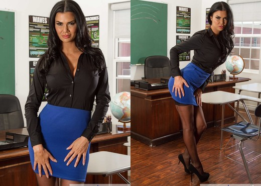 Stocking attired MILF fetish model Jasmine Jae stars in MILF BDSM sex scene  1603212