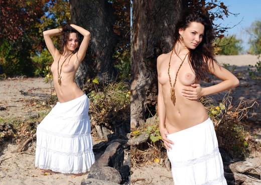 Presenting Mashunya - Zemani - Solo Nude Pics