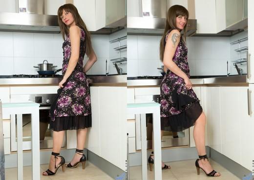Lisa Xxx - Classy Lady - Anilos - MILF Porn Gallery