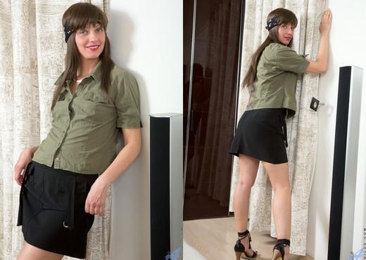 Lisa Xxx - No Bra - Anilos - MILF Sexy Gallery
