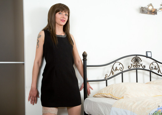 Lisa Xxx - Thigh High Stockings - MILF Nude Gallery