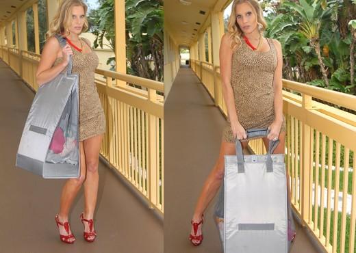 Brianna Ray, Holly Heart - Sexy Holly - MILF Next Door - Lesbian HD Gallery