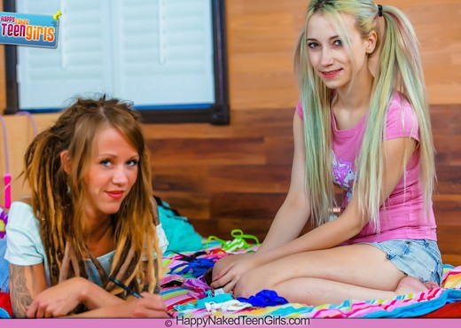 My First Girl Sex - Ranie Mae - Happy Naked Teen Girls - Lesbian Picture Gallery
