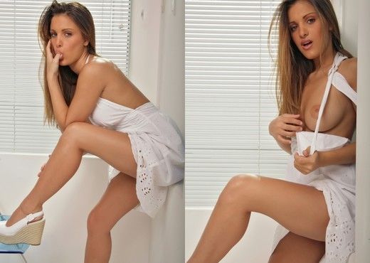 Andie Valentino - White - Solo HD Gallery