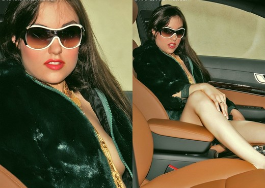 Sasha Grey - in the Audi - Solo Picture Gallery