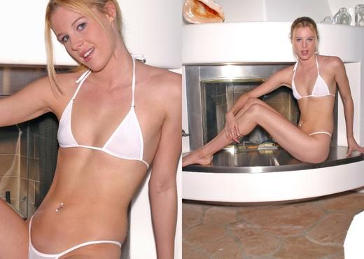 Justina - Bikini - Solo Hot Gallery