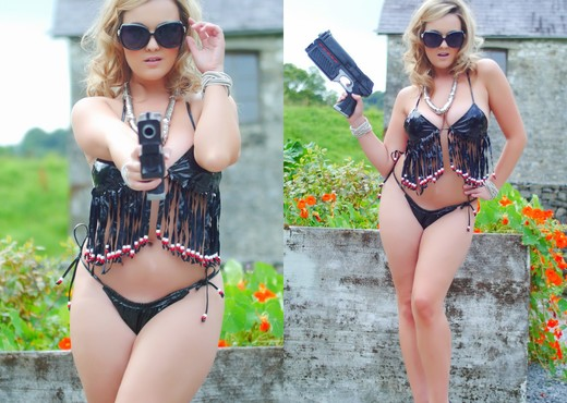 Jodie Gasson strips outdoors from her secret agent attire - Solo Hot Gallery