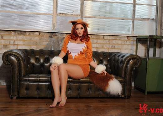 Lucy V teasing in her cute foxy outfit - Solo TGP
