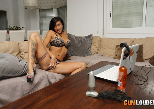 Coral Joice - Coral gets fit - Hardcore Porn Gallery