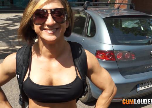 Karyn - Muscle Van - Hardcore Image Gallery