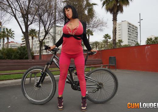 Suhaila Hard - BoobCycling - Hardcore TGP