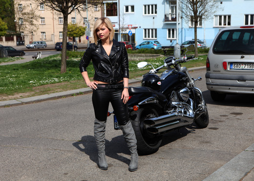 Angela - Angel biker - Anal Nude Pics