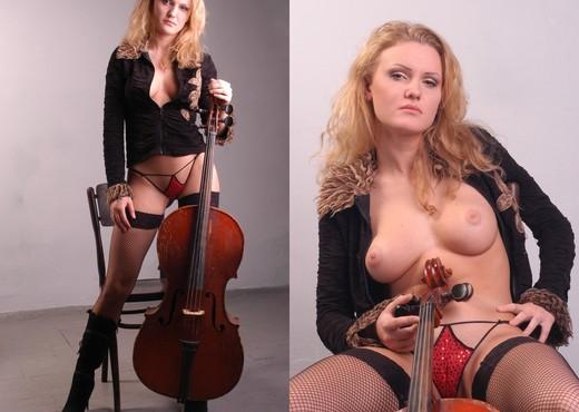 Double bass - Viola - Zemani - Solo Nude Pics
