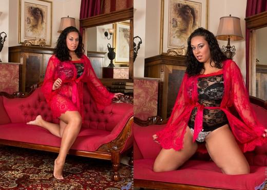 Anastasia Lux - Round Ass - Anilos - MILF Nude Gallery